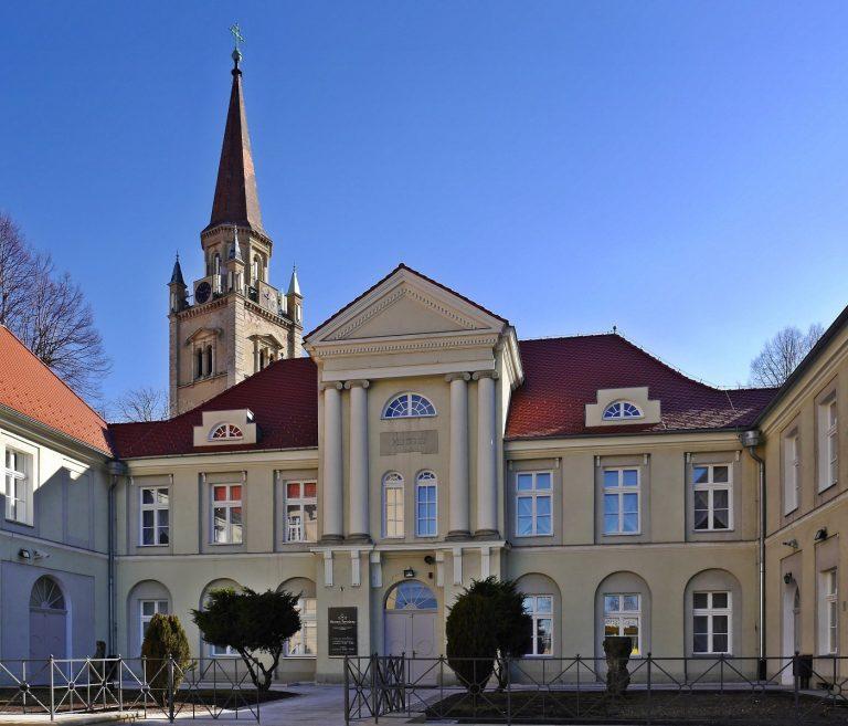 Muzeum_Porcelany_dziedziniec